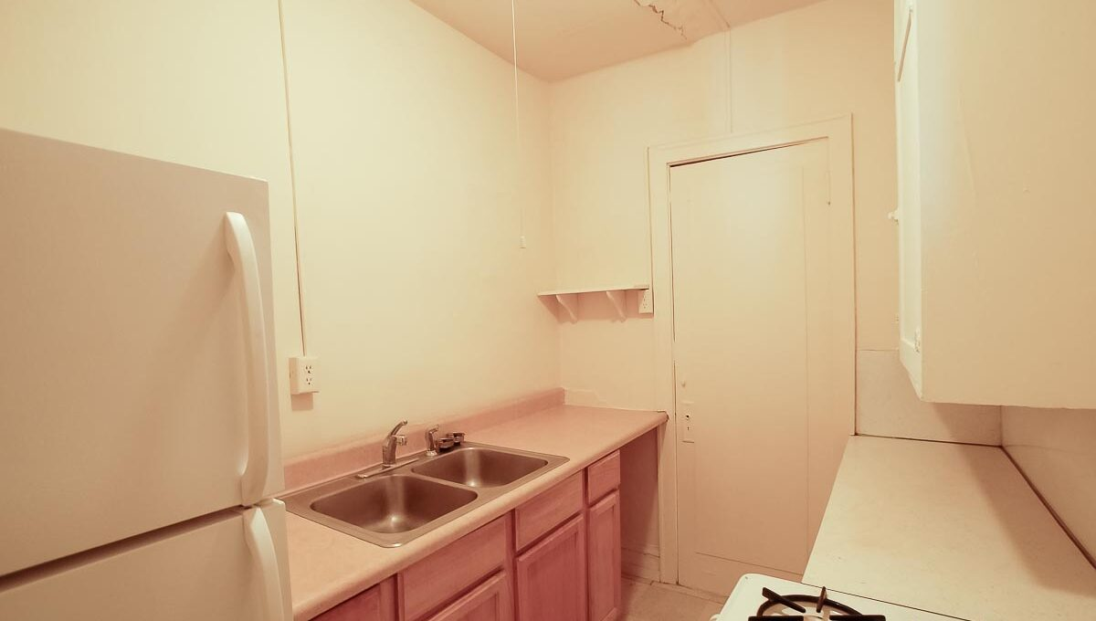 Innovative-Properties-2886 James Ave S Studio 305