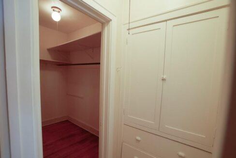 Innovative-Properties-2886 James Ave S Studio 305-05