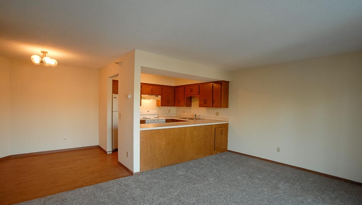 Minneapolis-Apartment-for-Rent-10303 Hanson Blvd NW Coon Rapids-02