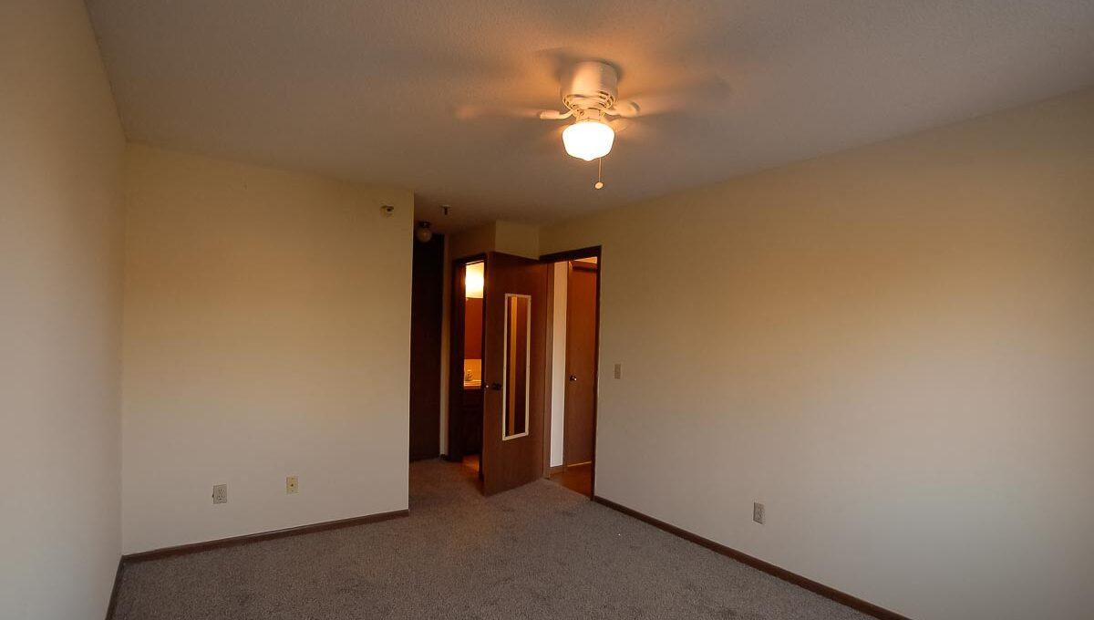 Minneapolis-Apartment-for-Rent-10303 Hanson Blvd NW Coon Rapids-07