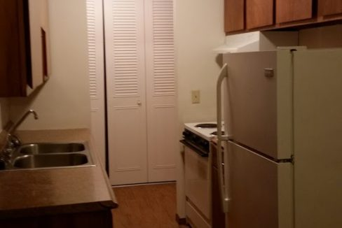 2br kitch entry