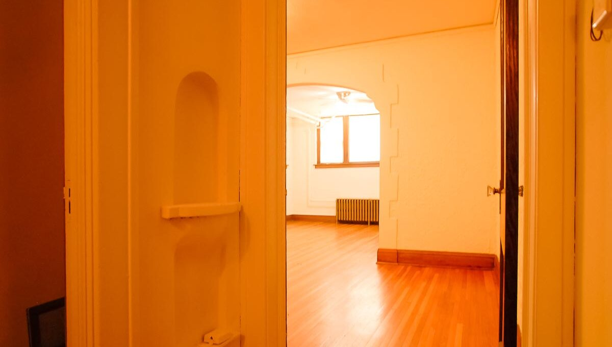 Minneapolis Apartment for Rent 3749 Grand Avenue South-01