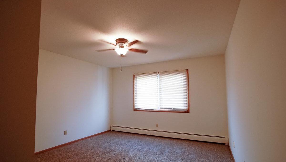 Minneapolis-Apartment-for-Rent-3025 30th Ave MInneapolis MN-04