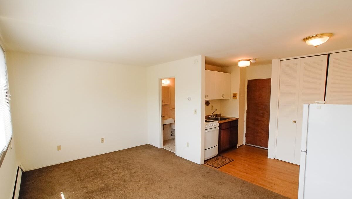 2323 Garfield Avenue South Apartment Photos