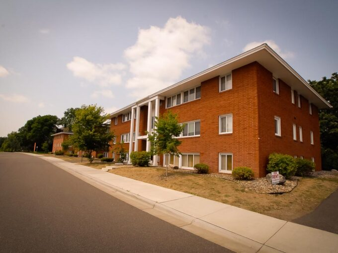 Minneapolis-Apartment-for-Rent-Hopkins Hiawatha Apartments