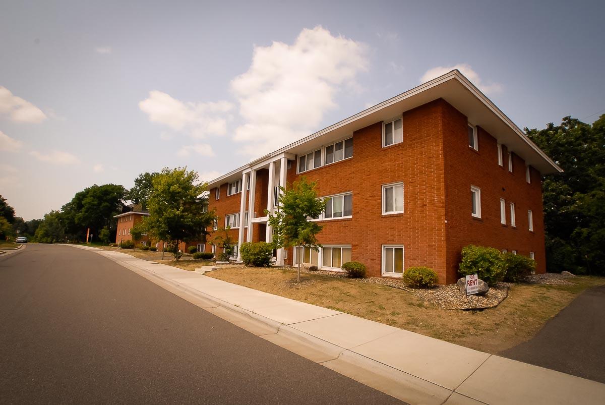 Hopkins Hiawatha Apartments